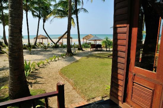 The Emerald Sea Resort: View of beach from side of Bungalow 115 - very short walk to the beach