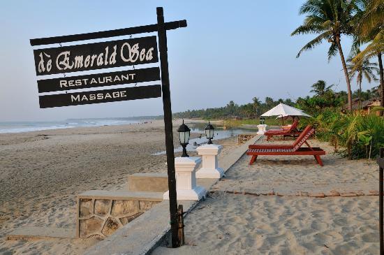 The Emerald Sea Resort: Absolute beachfront location of the resort