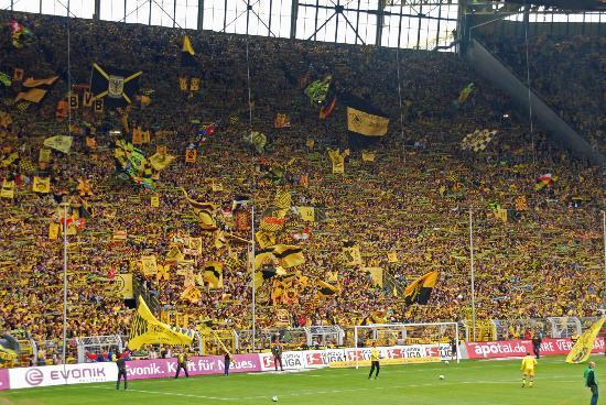"Signal Iduna Park: ""Südtribüne- Gelbe Wand"", tribune with 25.000 standing fans."
