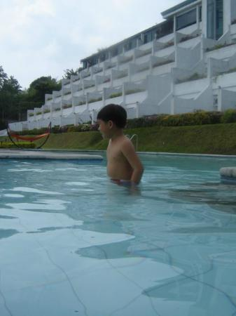 Days Hotel Tagaytay: pool area