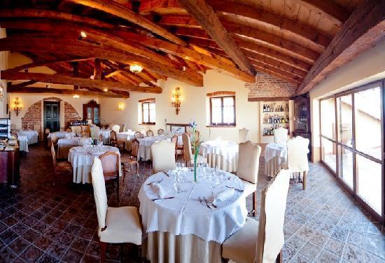 Lu, Italy: sala interna ristorante