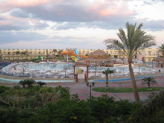 Concorde El Salam Hotel: View from our balcony of pool