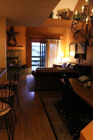 Timber Run Condominiums: Room 111