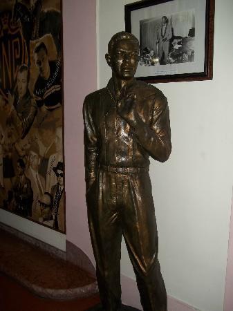 Hotel Nacional de Cuba: Statue of Nat King Cole