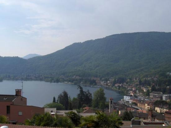 Hotel Villa del Sole: Blick über Ponte Tresa, Richtung Marzio