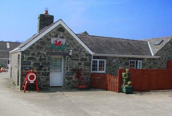 Afonwen Farm: Barn cottage