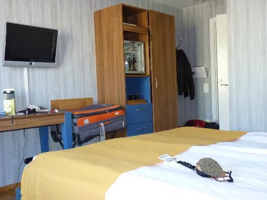 بست ويسترن بلس هوتل نوبل هاوس: twin beds room - view to the door