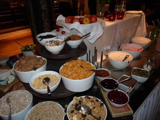 BEST WESTERN PLUS Hotel Noble House: breakfast spread