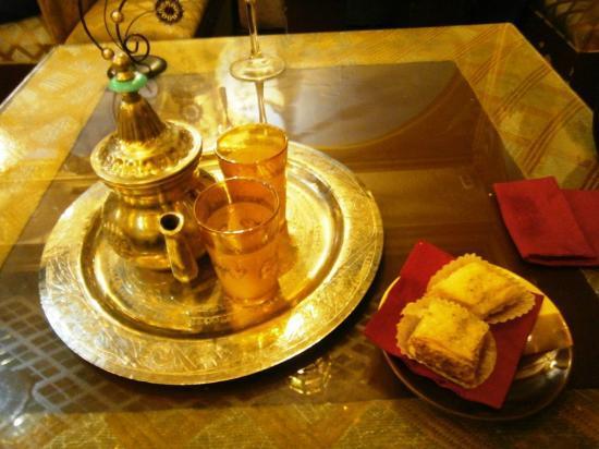 Al-Aman: Té y dulce árabe