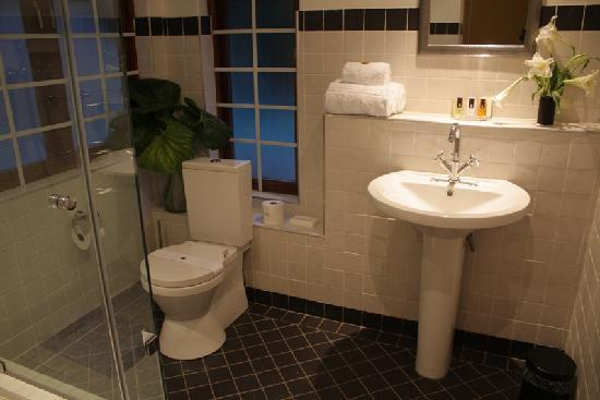 Northcliff Manor Guest House: Bathroom Bedr. no 4