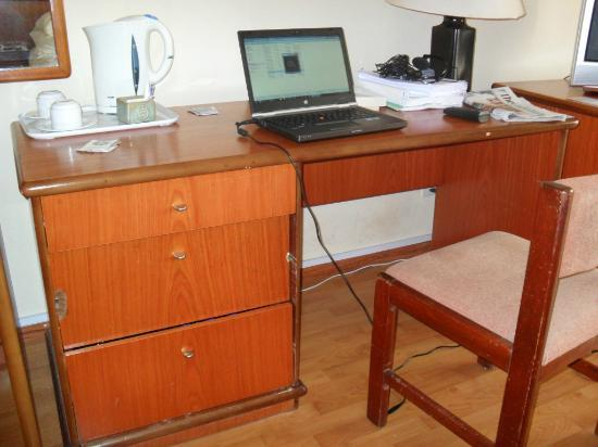 Sheraton Abuja Hotel: Old furniture
