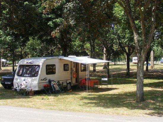 Camping de l'Ile d'Or: Our caravan on site