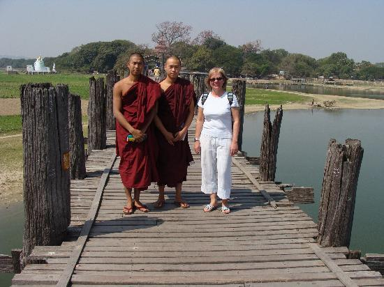 U Bein Bridge: Con Monjes