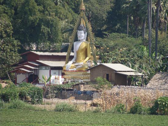 جسر يو بن: Templo Budista al final del camino