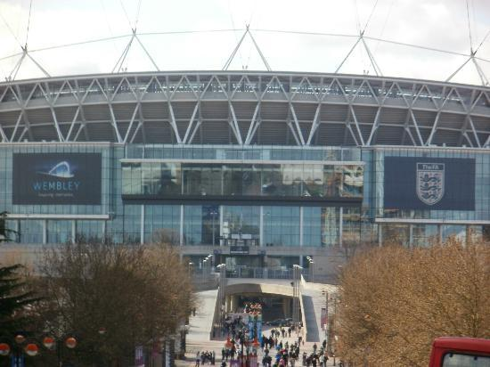 Goal End And Retractable Roof Picture Of Wembley Stadium
