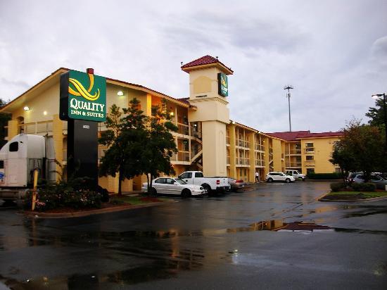 Quality Inn & Suites - Außenansicht