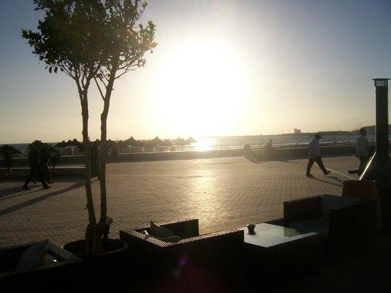 Cafe del Mar: COUCHE DE SOLEIL VUE DE L ATERRASE DEL MAR