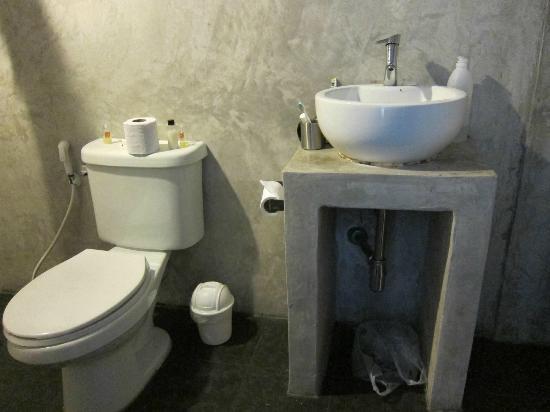 Fortville Guesthouse: smart badeværelse uden hylder og med 1 knage til 2 personer