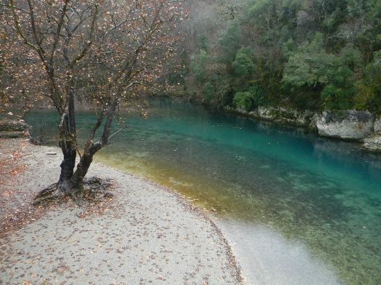 Epirus, Grekland: Voidomatis, le grand riviere de Vikos, il y a meme des excursions randonee, rafting, etc