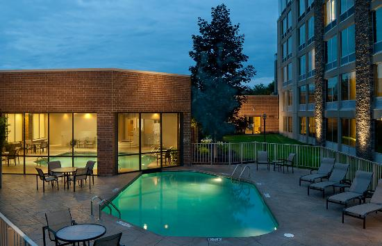 Sheraton Ann Arbor Hotel: Indoor/Outdoor Heated Pool
