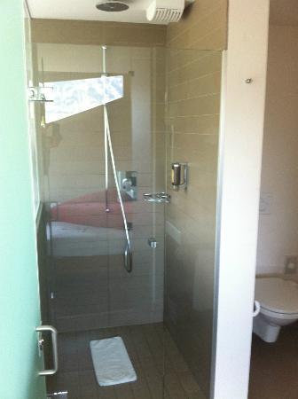 Hotel Arc-en-ciel: La douche
