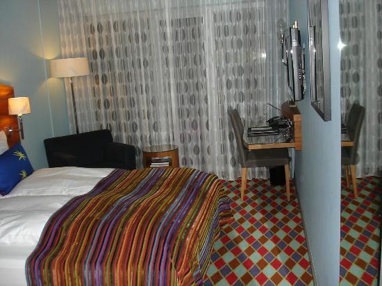 Tivoli Hotel: Unser Zimmer: klein, aber gemütlich und zweckmässig eingerichtet