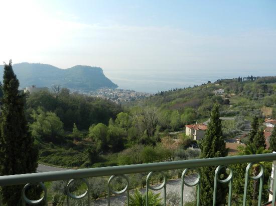 Hotel Madrigale: Garda with Lake Garda