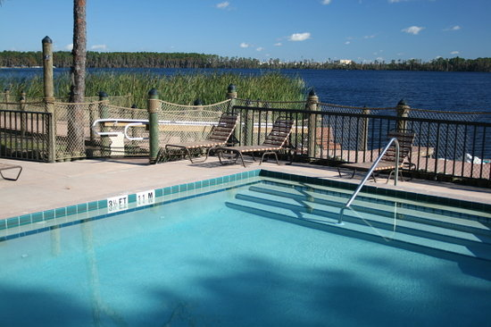 Bryan's Spanish Cove: Bryan's Pool Overlooking Lake Bryan