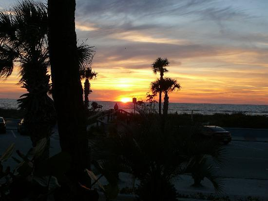 Sabal Palms Inn: Sunset from the front porch