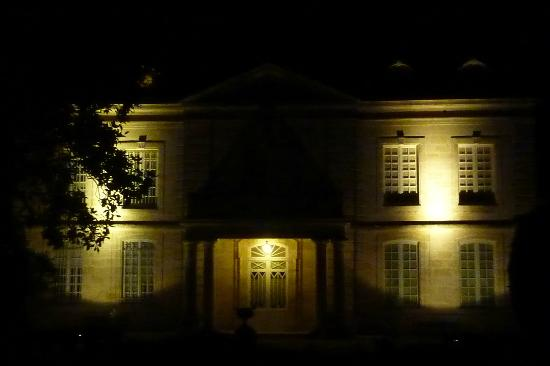 Chateau Coulon Laurensac : Chateau at Night
