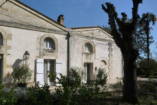 Chateau Coulon Laurensac : Our gite on right