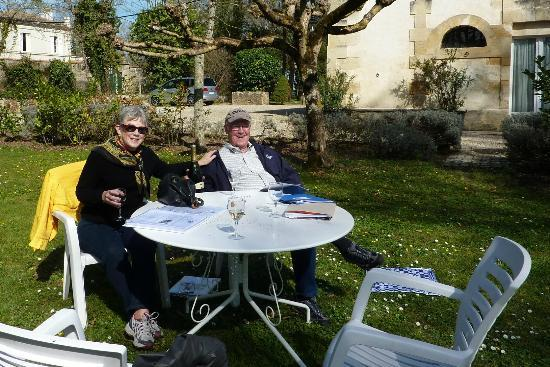 Chateau Coulon Laurensac: Relaxing after a hard day touring!