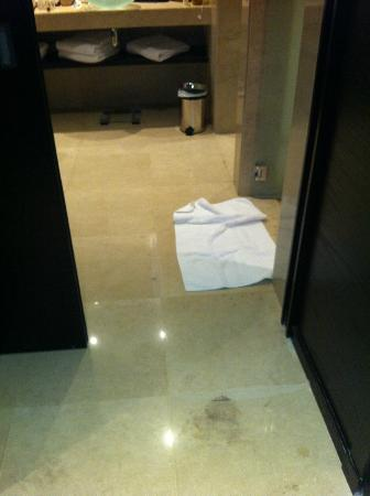 Rixos The Palm Dubai: check out how clean the floor is!