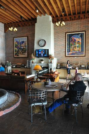 Comfort Suites at Sabino Canyon: Eating area/Lobby