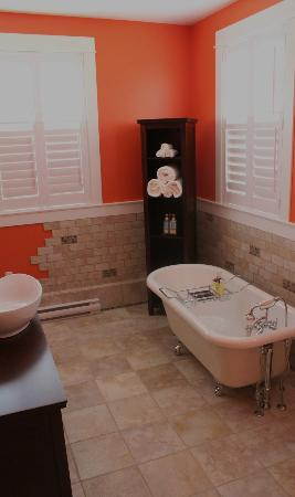 Bailey House Bed and Breakfast : Luxurious bathroom