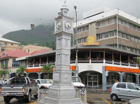 Clock Tower: Uhrturm und Cafe