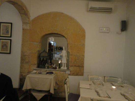 Montecristo: Una pareta della saletta interna