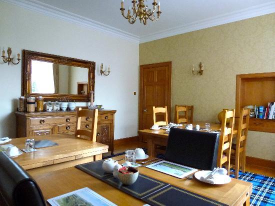 Kinburn Guest House: Breakfast dining room