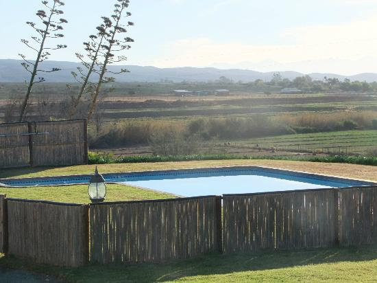 De Denne Country Guest House: piccola piscina