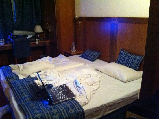 Carlton Hotel Budapest: sängen