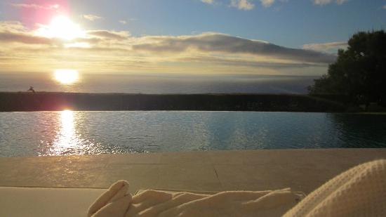 Atlantique Villa Camps Bay: Sunset view from the pool area