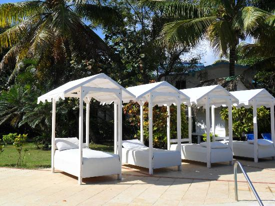 Hotel Celuisma Cabarete: Relaxing beds at the second pool