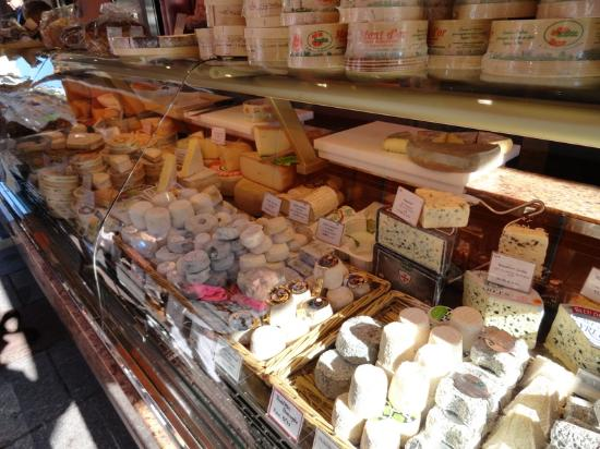 Rue Cler: Cheese display