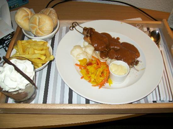 نوفوتيل روتردام برينبارك: Kip Sate (room service)