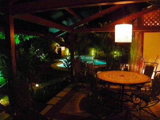 La Casa del Mango: Dinner tastes better outside.