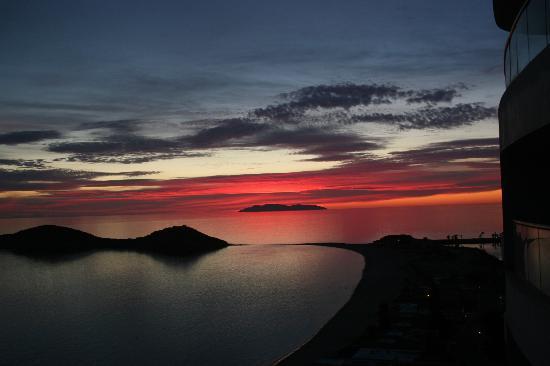Condo-Hotel Playa Blanca: Typical San Carlos Sunset