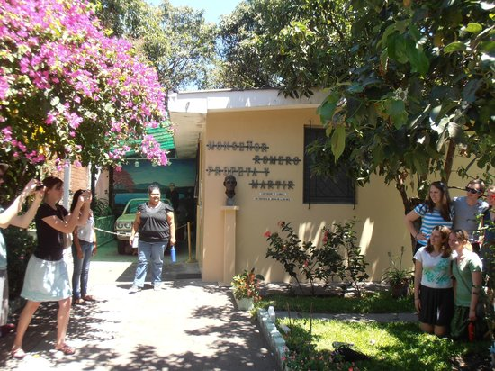 Hospital Divina Providencia Chapel: The entrance to the residence