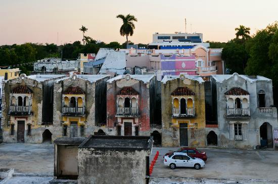 Hotel Ambassador Merida: Какие классные домики - в них люди живут