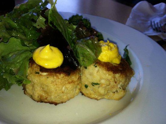 Mendoberri Cafe And Wine Bar: Crab cakes