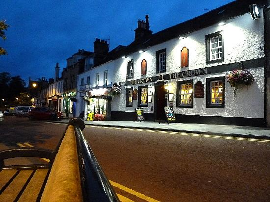 Crown Inn: The Crown at night
